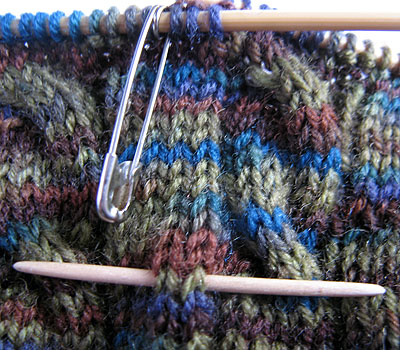 Sock round-counter and cable needle