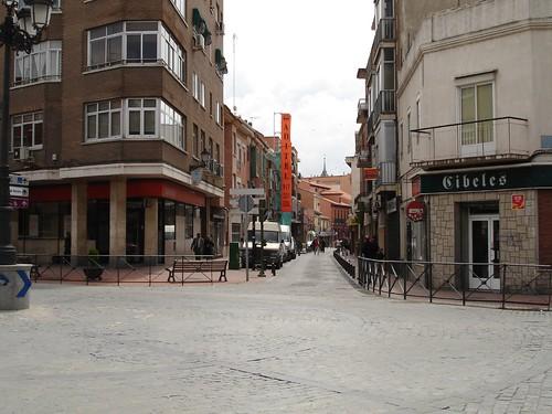 Calle Talamanca desde Daoiz y Velarde en la actualidad