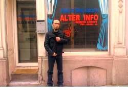 Je suis en droit de me poser des questions sur les financiers qui étaient derrière les nazis, avance Zeynel Cekici, responsable du site AlterInfo,.