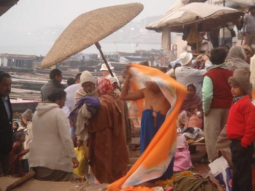 Ganges River1-14清早就有人在沬浴