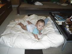Joshua & the quilt - RIMG0134