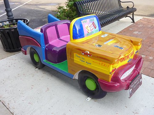 IL, Pontiac 38 - colorful car