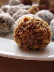 nut & date balls (Ginger)