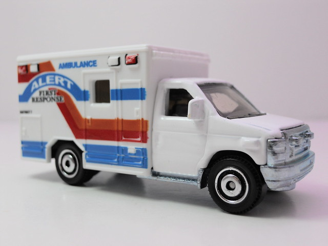 matchbox '08 Ford E-350 Ambulance alert (2)