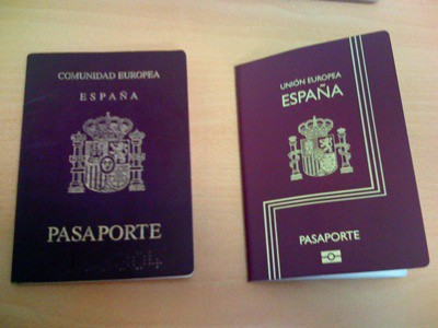 Mi nuevo pasaporte al lado del viejo