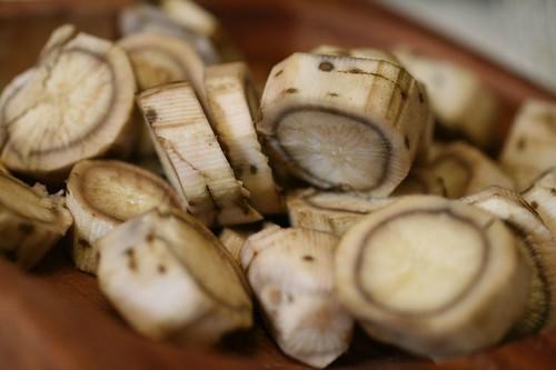 Burdock root slices