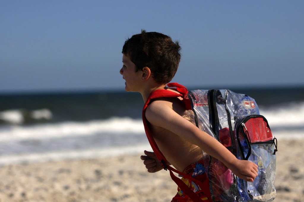 i want a bookbag for the beach! awesome...