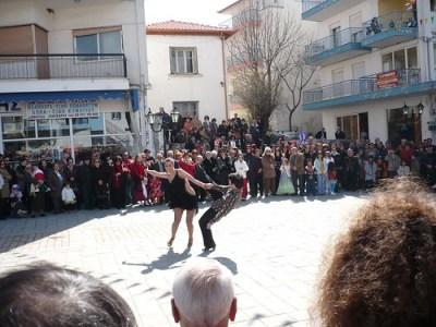 Latin Dancers. Shake it baby!!