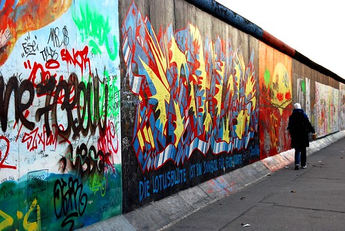 Walking down the Berlin wall by Marion Nesje.