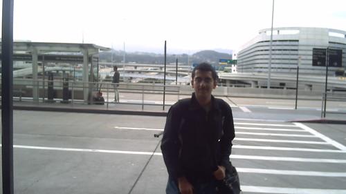 Di depan bandara SFO