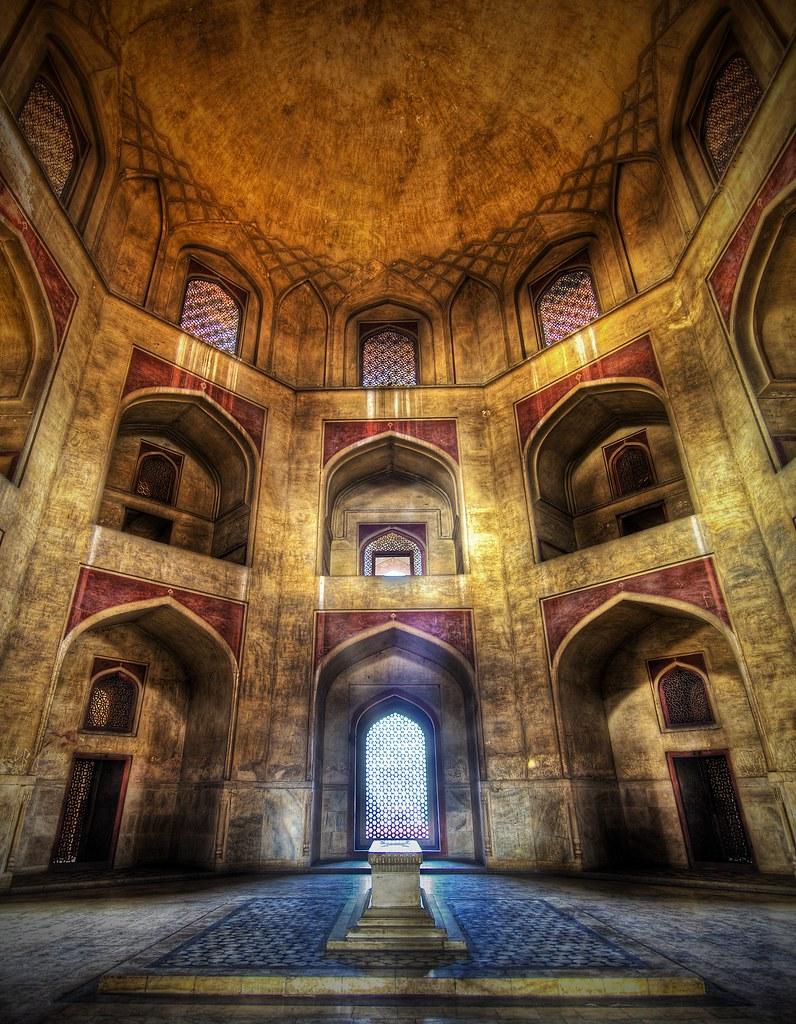 Stuck in India - Humayun's Tomb