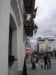Encore un joli petit balcon et un pseudo gaucho qui pose en premier plan. Il y a même le drapeau de la province de Salta au dessus de lui!