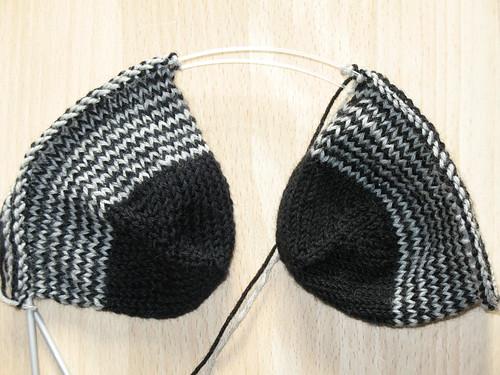 strømper der strikkes nede-fra-og-op og 2-på-en-gang på en lang rundpind