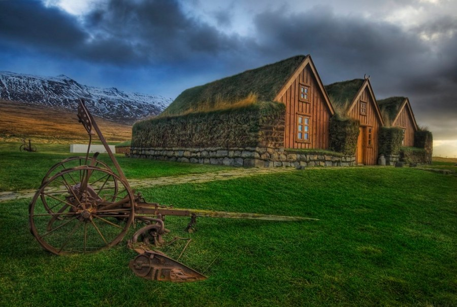 The Grassy Roof in the Central Icelandic Farms (by Stuck in Customs)