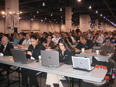 Waiting for Matt Cutts. These are not Macbooks! - Pubcon Vegas 2007