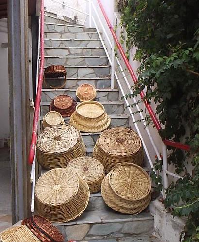 Körbe an Treppe
