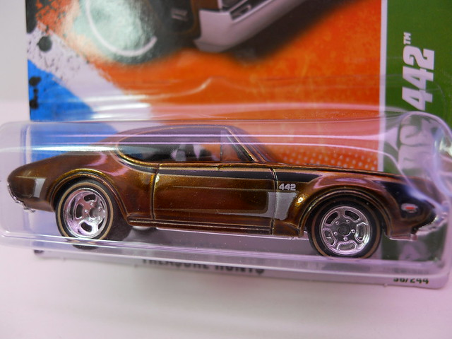 hot wheels treasure hunt group '68 oldsmobile 442 (1)