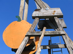 Great Pumpkin Counterweight, Grantsburg, Wisconsin, October 2007, photo © 2007 by QuoinMonkey. All rights reserved.