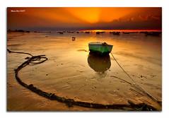 alonsodr - The boat & the dog (Flickr)
