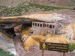 puente del inca, formé par les incas avec du soufre et de l'eau chaude...On peut s'y baigner, soigne tous problemes de circulation sanguine et cicatrisation