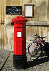 UK post box by Andrew Dunn