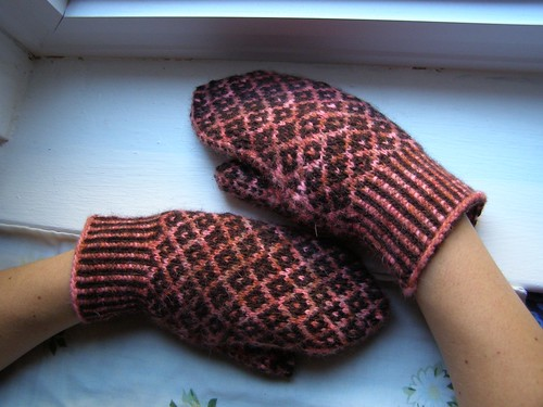 halland mittens - modeled