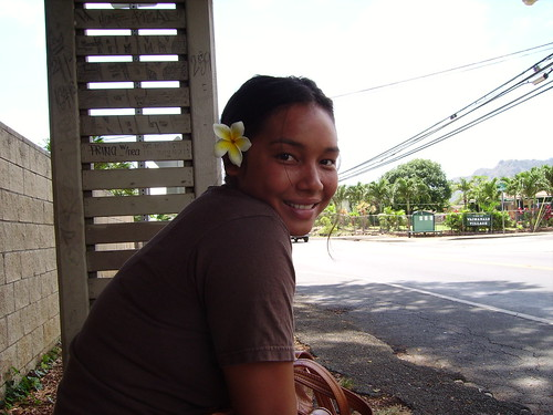 beautiful local girl in Waimanalo as I walk around Oahu