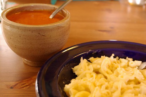 tomato soup with macaroni and cheese