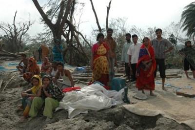A broken community - Photo : BBC Bangladesh Boat