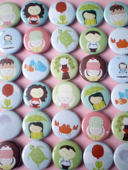 calobee doodles buttons & magnets!