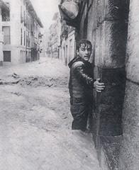 Inundaciones Bilbao 1983 03 (Mr.FoxTalbot) Tags: flood inundacion scan bilbao 1983 floods deia inundaciones mrfoxtalbot enciclopediaplanetadelafotografia angelruizdeazua