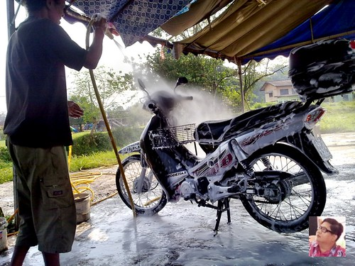 kriss motorcycle early morning bath