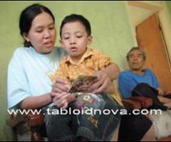Selama sakit, Erna mengajarkan Hilal membaca