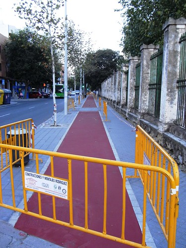 Repintando carril Bici calle Sagunto.