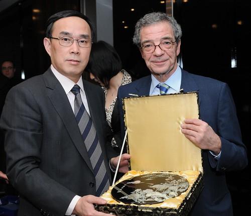 Telefónica y China Unicom firmaron este domingo un acuerdo de colaboración con el que desarrollarán su relación de socios.