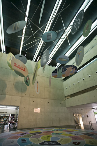 Exposición Suma+Sigue: Hall MUVIM por Valencia Disseny Week.