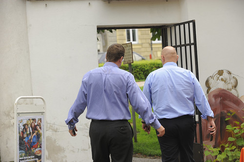 die Securityleute ziehen vorerst ab, ... es ist unklar, wie es weiter geht