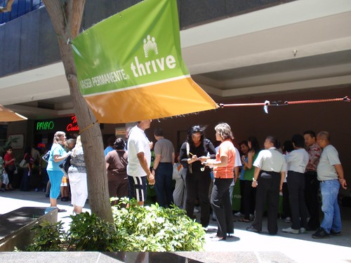 Attendees standing in line at the Kaiser Permanente booth for pedometers.