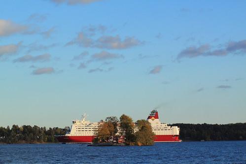 Svanholmen. Det framgår att den inte är en så speciellt stor ö att ha sin sommarstuga på...