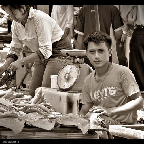 Young fish monger at tamu Kinarut.