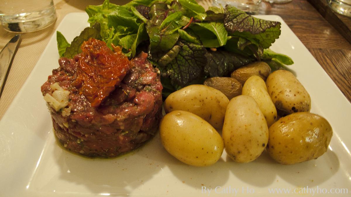 Fameux Tartare de Limousine au couteau grenailles et salade