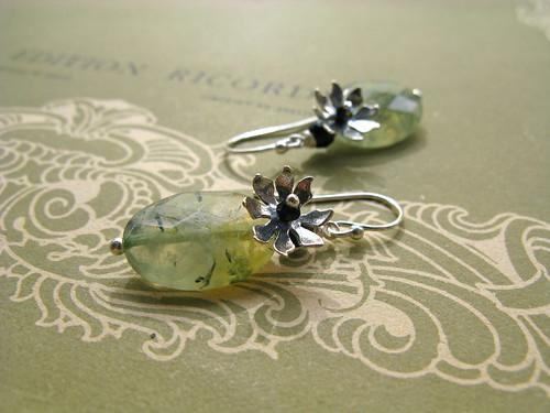 Watelily earrings in green