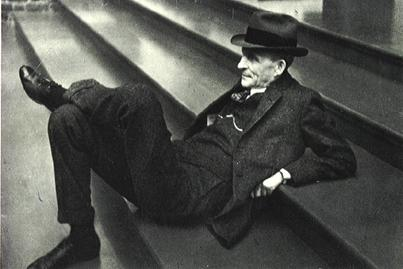 henry-ford-on-steps