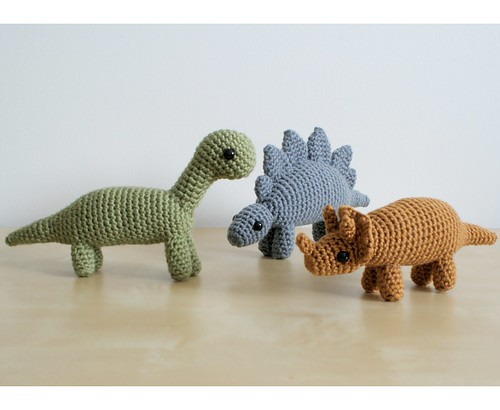 crocheted dinosaurs by planetjune.