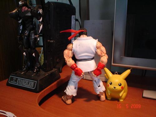 Ryu rascandose las nalgas