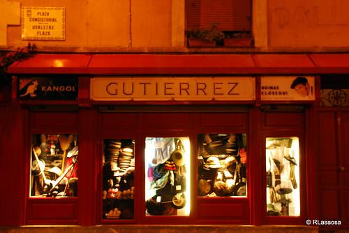 «Gutiérrez» Sombrerería y tienda de ropa de hombre, mujer y niño en la Plaza Consistorial