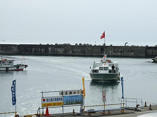 海カフェからの眺め~遊覧船の発着