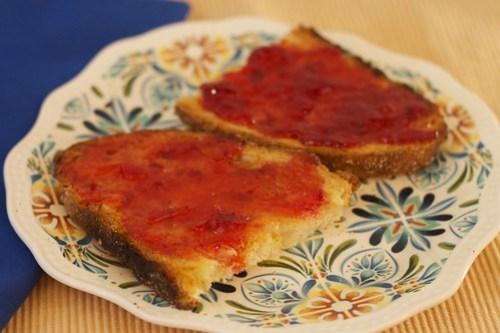 Strawberry jams on toast