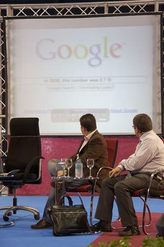 Mario Tascón con Google al fondo