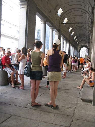 Lining up for the Uffizi.